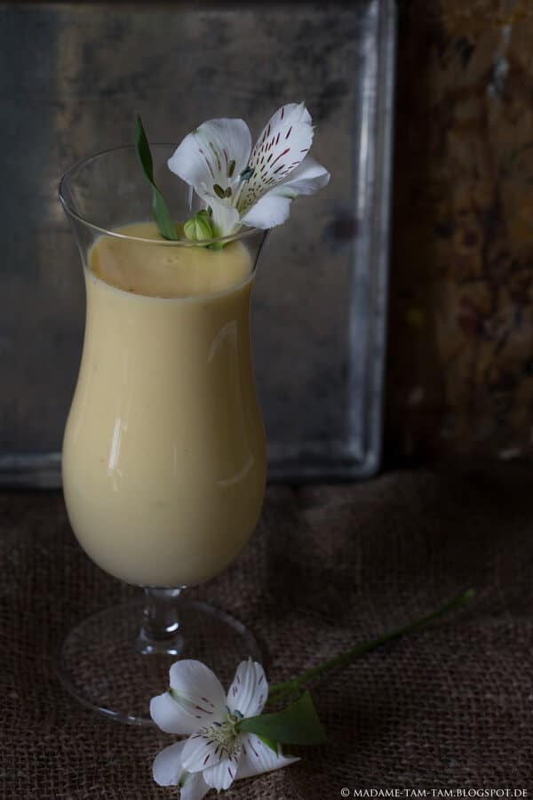Ein leckerer laktosefreier Mango-Bananen-Smoothie