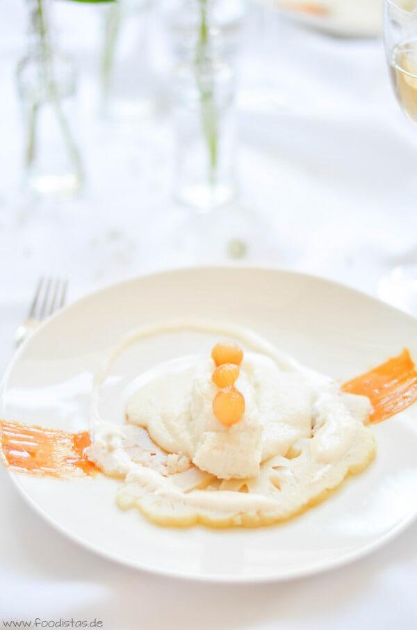 Steinbeißerfilet auf einem weißen Polenta-Blumenkohl-Bett von den [Foodistas]