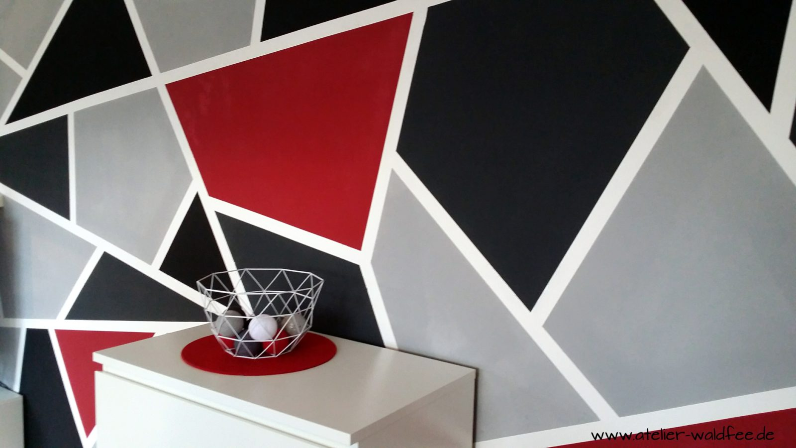 wanddesign im geometric look handmade kultur. Black Bedroom Furniture Sets. Home Design Ideas