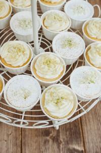 Elderflower Cupcakes von den [Foodistas]