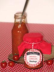 leckere Mitbringsel zur Grillparty - Mango-Tomaten-Ketchup und eingelegter Feta