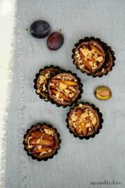 Zwetschgen-Tartelettes mit Nussknusper-Zimt Streuseln