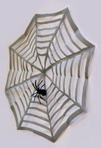 15-Minuten Halloween Dekoration: Spinnennetz mit Spinne