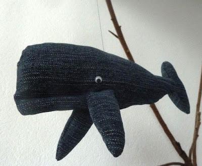 Ein Wal aus alten Jeans