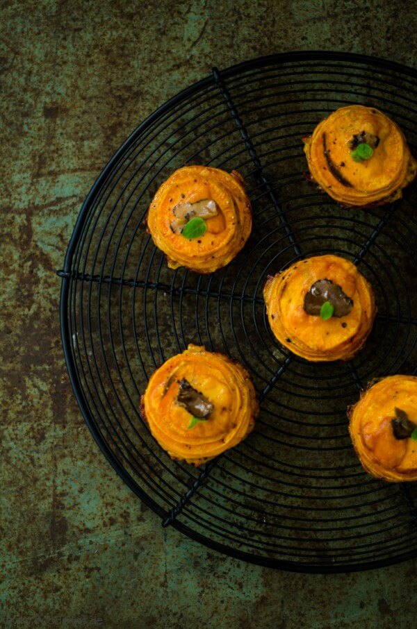Süßkartoffeltürmchen mit Cheddar und Trüffel von den [Foodistas]