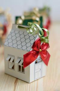 DIY: Weihnachtliche Papierhäuser zum Verschenken
