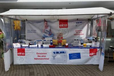 Elna auf dem Deutsch-Holländischen Stoffmarkt in Hennef