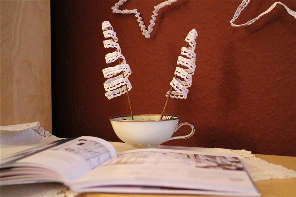 deko liebe und zwei diy ideen mit spitze handmade kultur. Black Bedroom Furniture Sets. Home Design Ideas