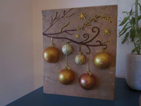 Beleuchtetes Bild Mit Weihnachtskugeln Auf Holz Handmade