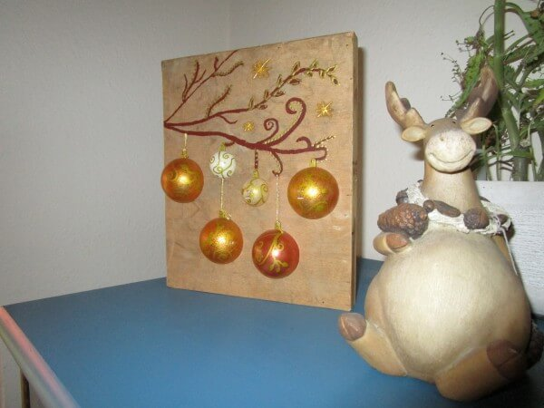 beleuchtetes bild mit weihnachtskugeln auf holz handmade. Black Bedroom Furniture Sets. Home Design Ideas