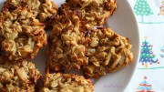 Apfel-Haferflocken-Kekse mit Mandelstiften und Zimtnote