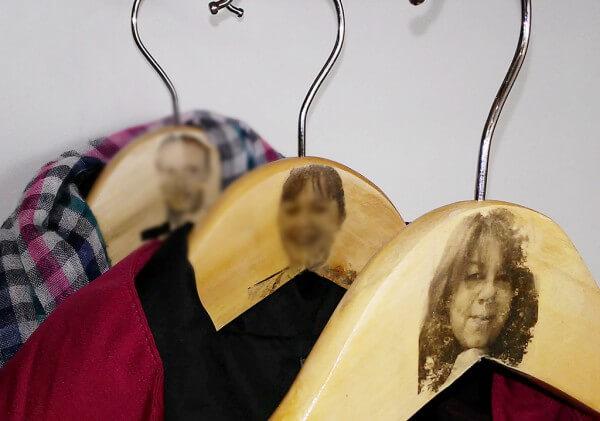 Kleiderbügel mit Gesicht