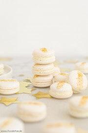 White Cranberry Macarons von den [Foodistas]