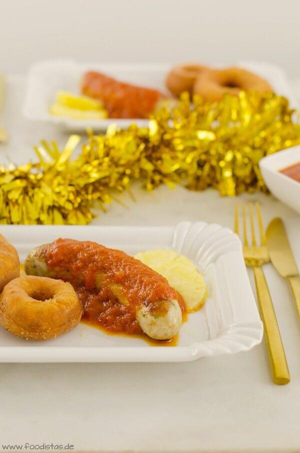 Geflügelcurrywurst mit Ananassoße und Kartoffeldonut von den [Foodistas]