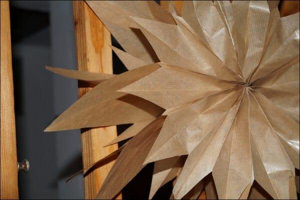 DIY-Weihnachtssterne aus Papiertüten