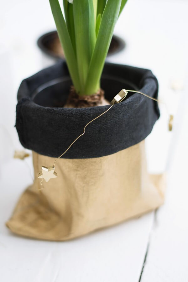 DIY Blumenübertopf aus alter Jeans