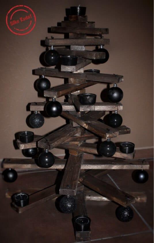 alternativer weihnachtsbaum aus holzleisten handmade kultur. Black Bedroom Furniture Sets. Home Design Ideas