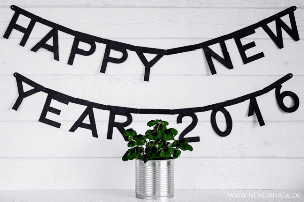 "DIY // Letter Banner ""HAPPY NEW YEAR 2016"""