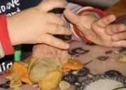 Kinderknete selbst herstellen – Plätzchen backen, alles verschenken