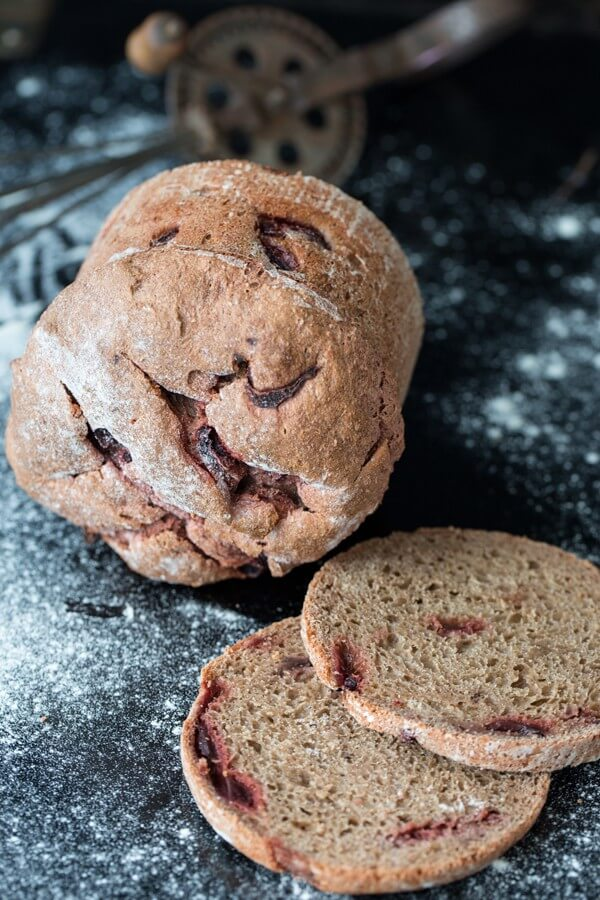 Ein weihnachtliches Rote-Bete-Brot