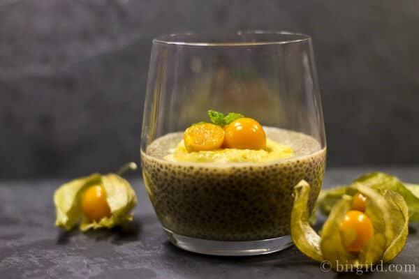 Earl-Grey-Chia-Dessert mit Physalis-Cashew-Creme - ein veganer Desserttraum
