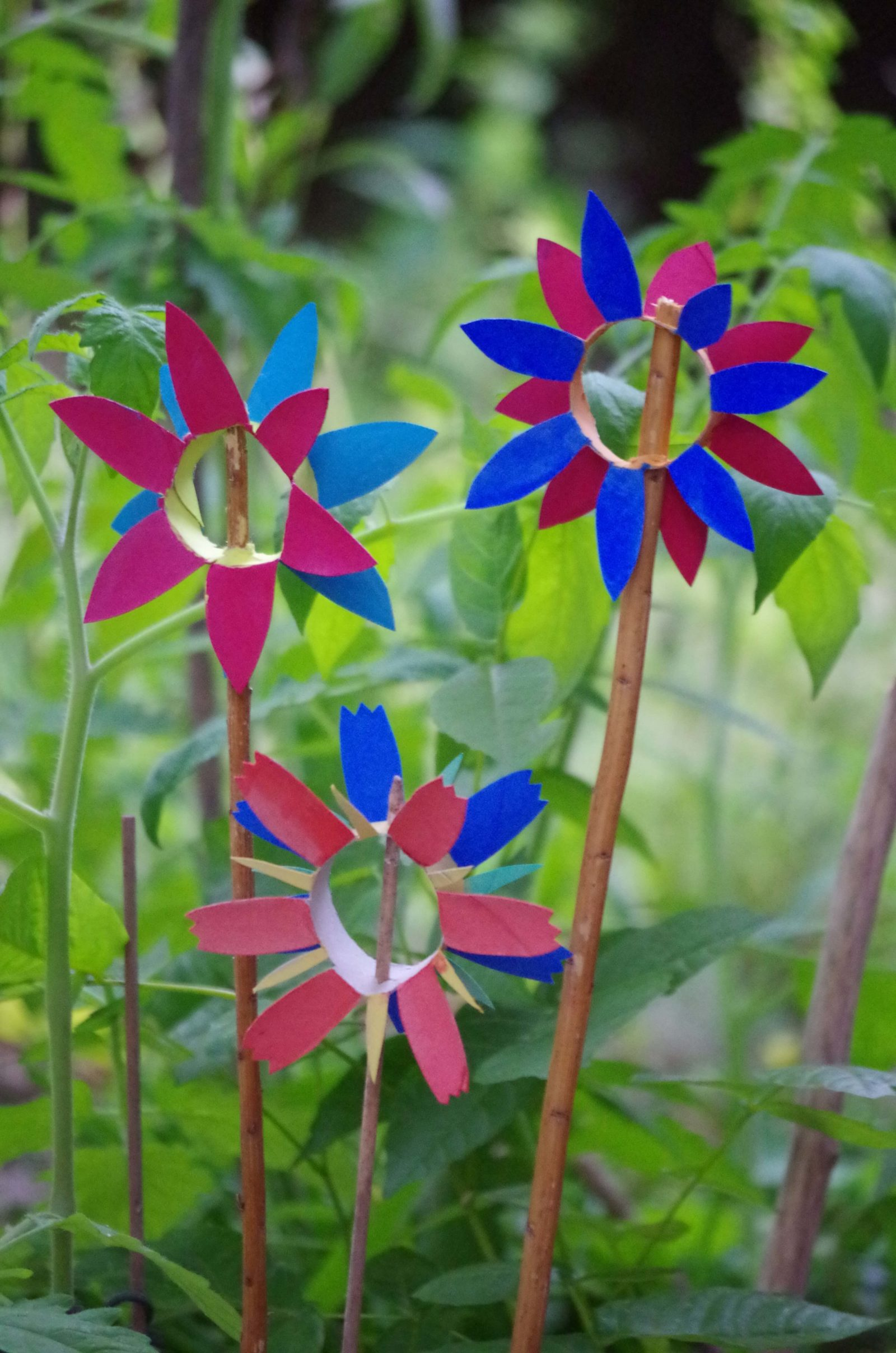 Blumen aus Toilettenpapierrollen