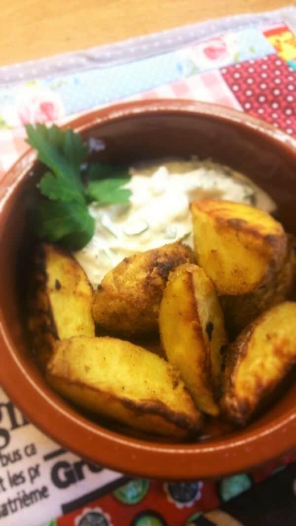 Feurige Kartoffeln mit Gorgonzola-Dip