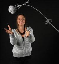Grau-weiß Malerei: Strickjacke mit Kapuze