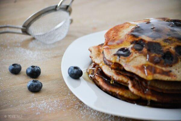 Lazy Sunday Frühstück im Bett: Blaubeerpfannkuchen