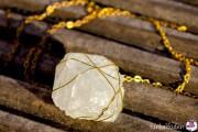 Kette mit selbstgezüchteten Kristallen