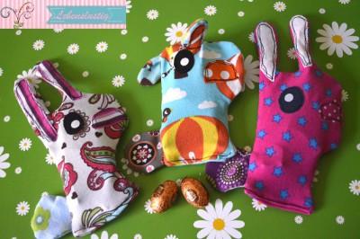 Kleine Hasenbande mit Kühlpack im Bauch gegen Beulen und Aua ;o)