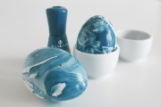 Eier mit Nagellack marmorieren