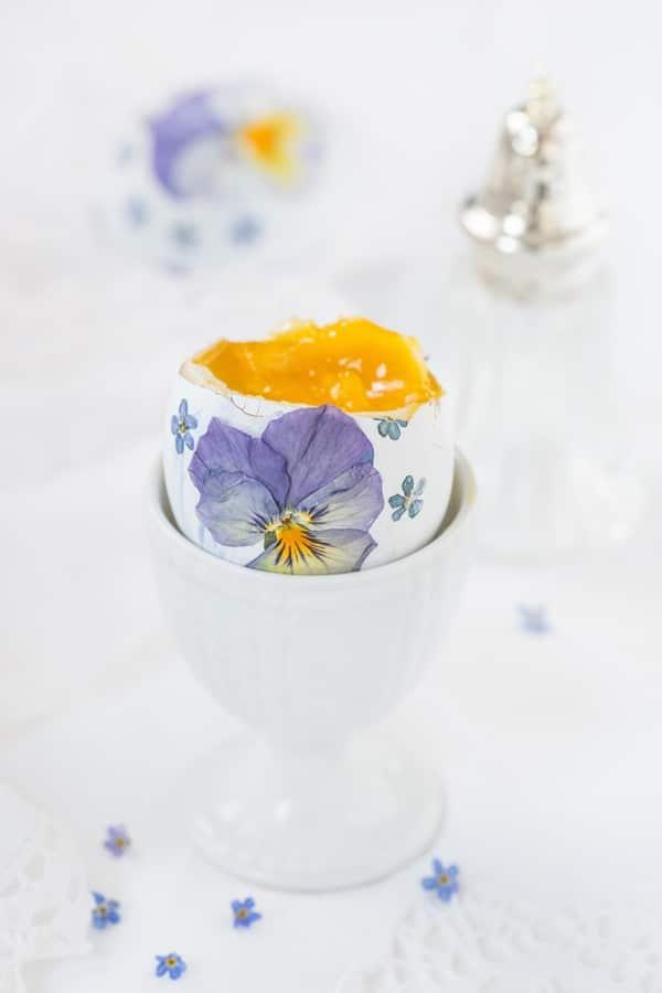 DIY - Die schönsten Ostereier mit echten Blüten für ein gelungenes Osterfest