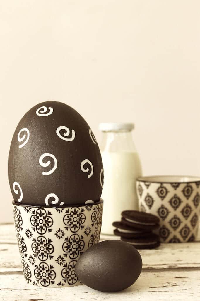 ostereier mit tafelfarbe bemalen handmade kultur. Black Bedroom Furniture Sets. Home Design Ideas