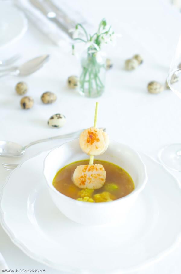 Zitronengrassuppe mit Jakobsmuscheln von den [Foodistas]
