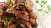 Veganes Champignon-Tofu-Tomatenragout aus dem Ofen