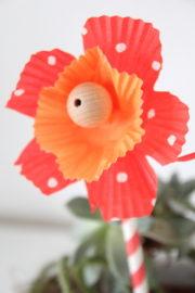 {für Mutti: } Papierblumen aus Muffinförmchen
