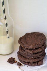 "Backen mit Bohnen oder ""Life is better with fresh baked cookies!"" – Schokoladen Fudge Cookies mit schwarzen Bohnen"