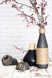 Edle Vasen aus Flaschen und Jutegarn