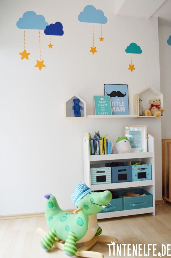 Kinderzimmer mit Wölkchen und Sternen