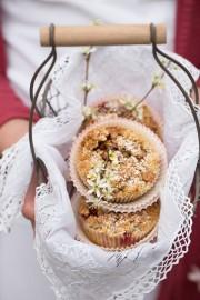 Rhabarber-Cupcakes mit Ingwer, Erdbeeren und Rosmarin!
