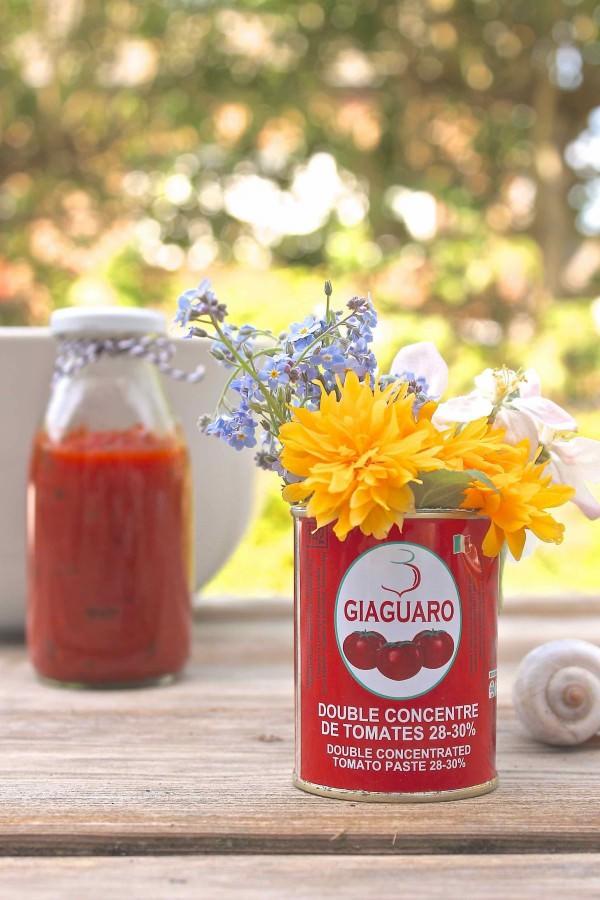 Easypeasy Tischdeko: Blumen in der Dose