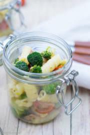 Brokkoli-Nudel-Salat von den [Foodistas]