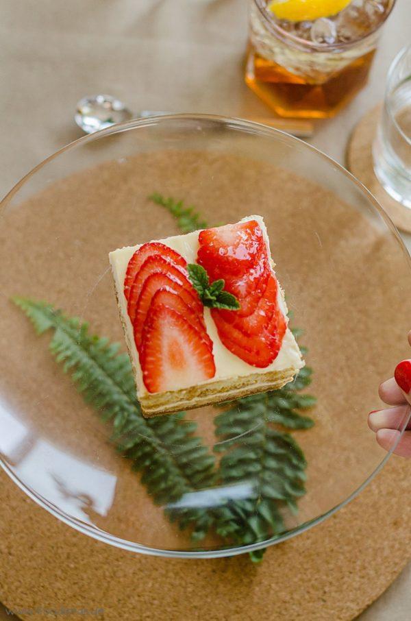 Erdbeer-Tiramisu begleitet von einem Vanilla Martini Rosso von den [Foodistas]