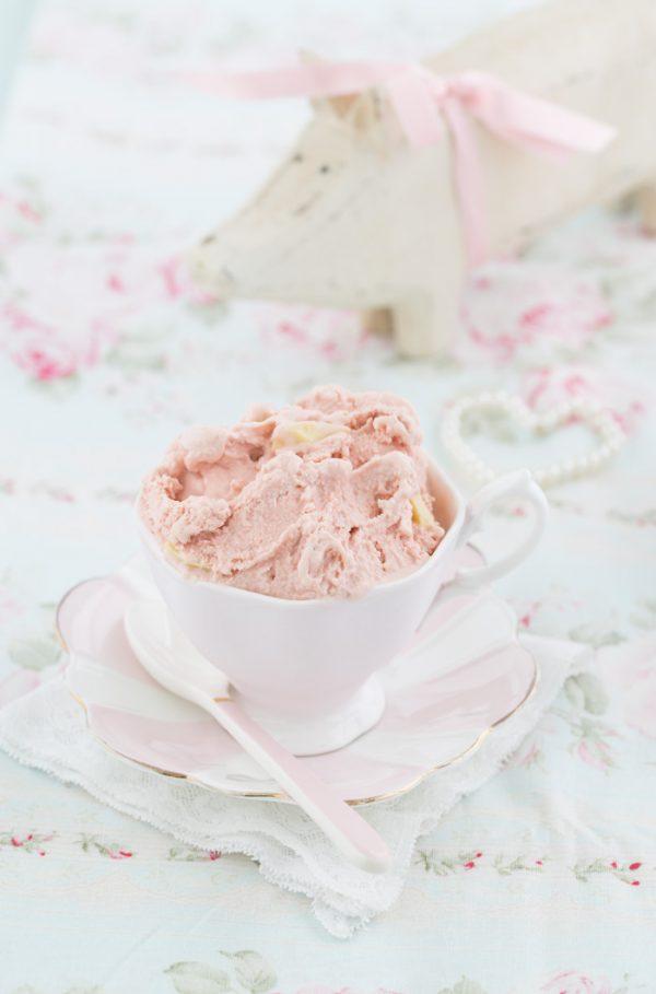"""""""Erdbeereis mit weißer Vanilleschokolade!"""""""