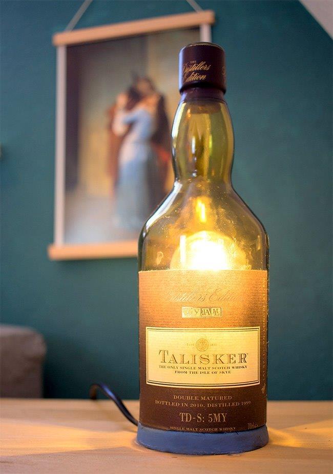 es werde licht lampe aus flaschen selbst machen handmade kultur. Black Bedroom Furniture Sets. Home Design Ideas