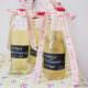 Holundersirup und verzierte Flaschen