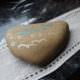 Grabschmuck aus Stein