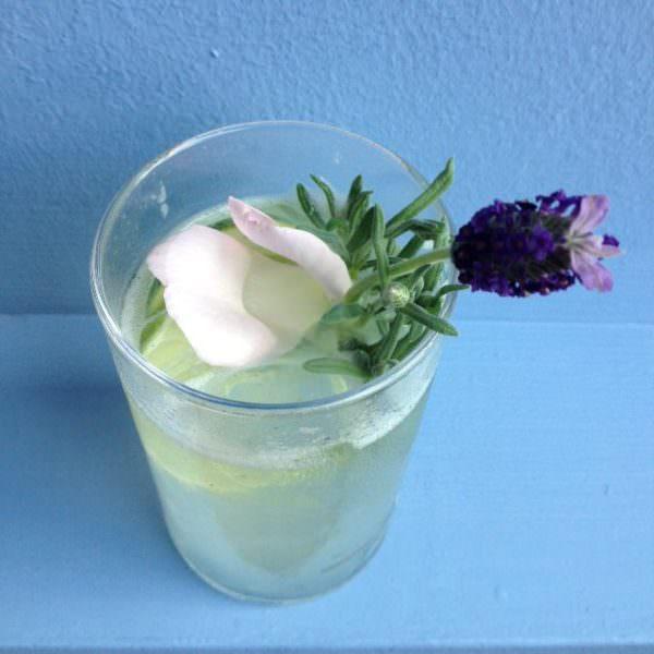 Lavendel Gin Fizz