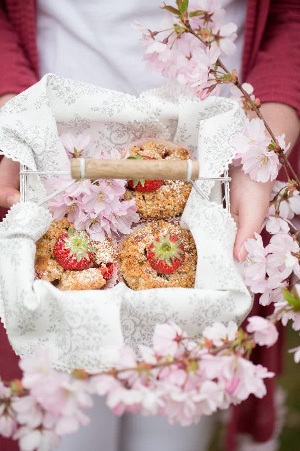 Rhabarbermuffins-mit-erdbeertopping-von-marieola